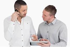 deux-personnes-discuter-quoique-banque-de-photo__k10488732.jpg